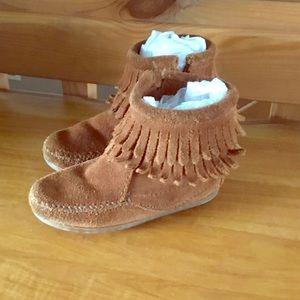 Cute toddler girl's Minnetonka fringe booties